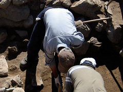 Excavation at the semisubterranean remain in a south sectoin